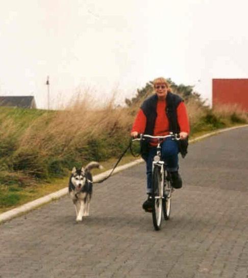 2004-10_Chica_am_Fahrrad