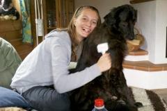 2011-08-14_Simone_bürstet_Lucky
